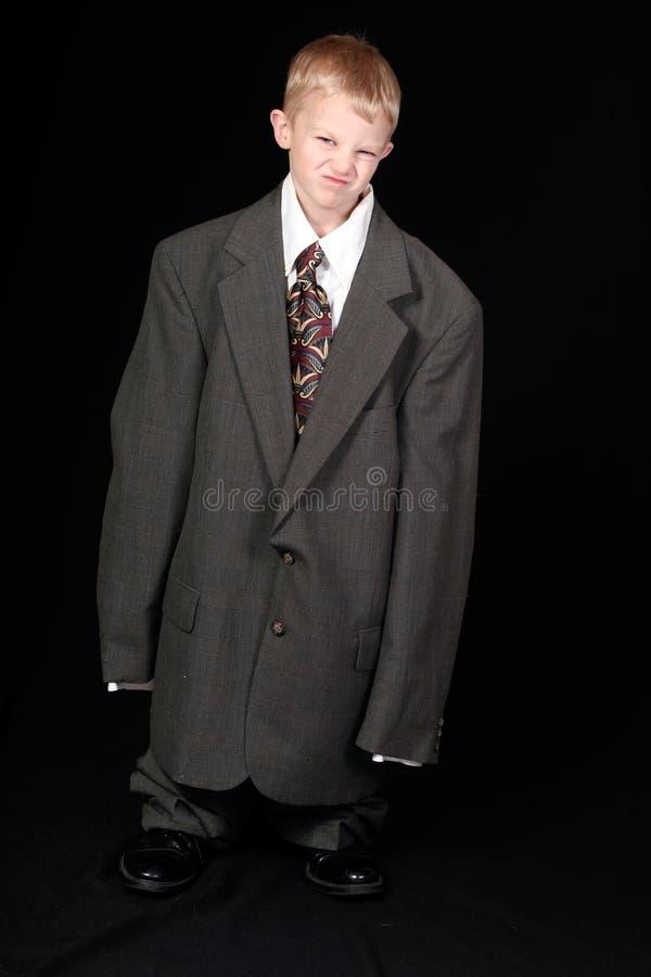 Ragazzo in vestito di affari del papà fotografie stock libere da diritti
