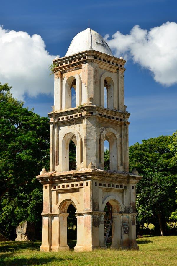 Ragen Sie in Tal Valle de Los Ingenios nahe Trinidad-Stadt in Kuba hoch lizenzfreie stockbilder
