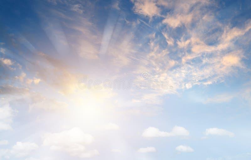 Raggi di Sun in cielo fotografie stock libere da diritti