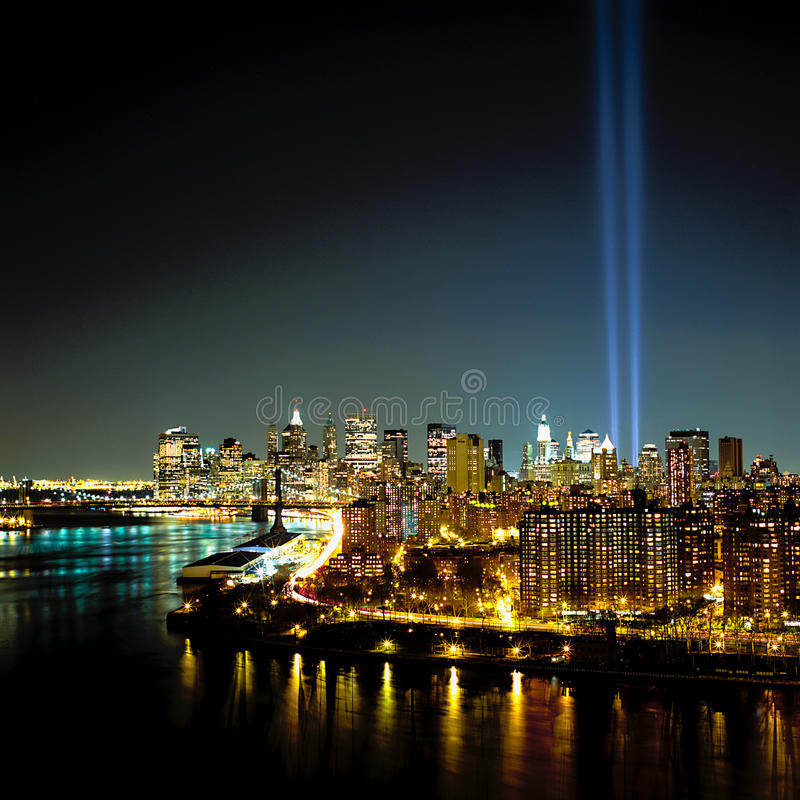 Raggi luminosi del World Trade Center 9-11 fotografia stock libera da diritti