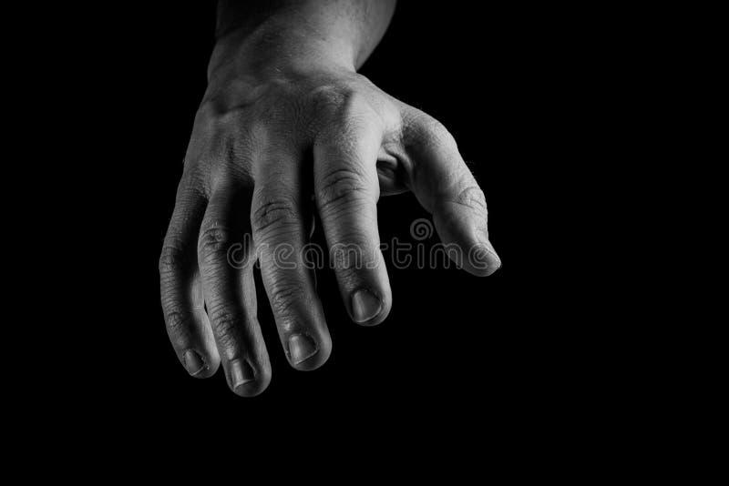 Raggiungimento della mano isolato su fondo nero Concettuale, diami la vostra mano, concetto della mano amica immagine stock libera da diritti