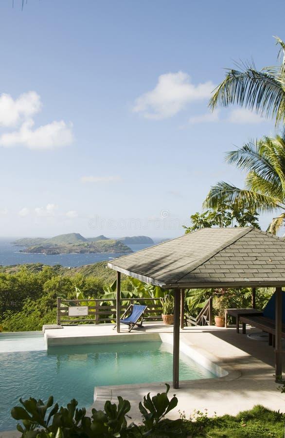 Raggruppamento della villa dell'isola dei Caraibi con la vista bella fotografie stock