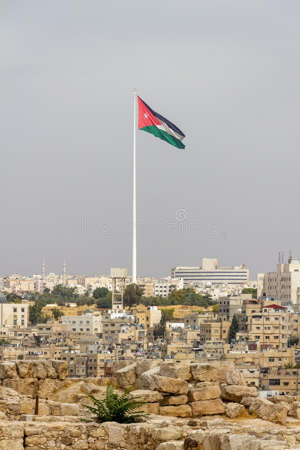 Raghadan Flagpole em Amã imagem de stock royalty free
