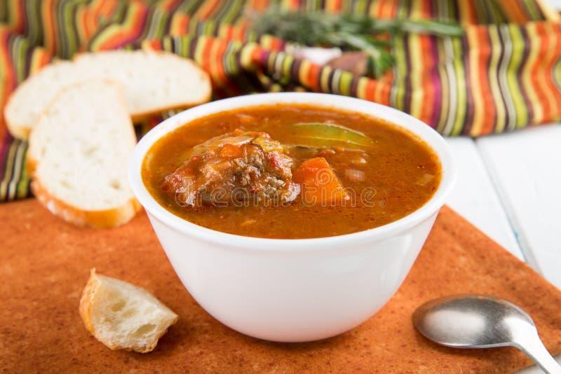 Ragoût de boeuf avec des légumes Soupe à goulache photos stock
