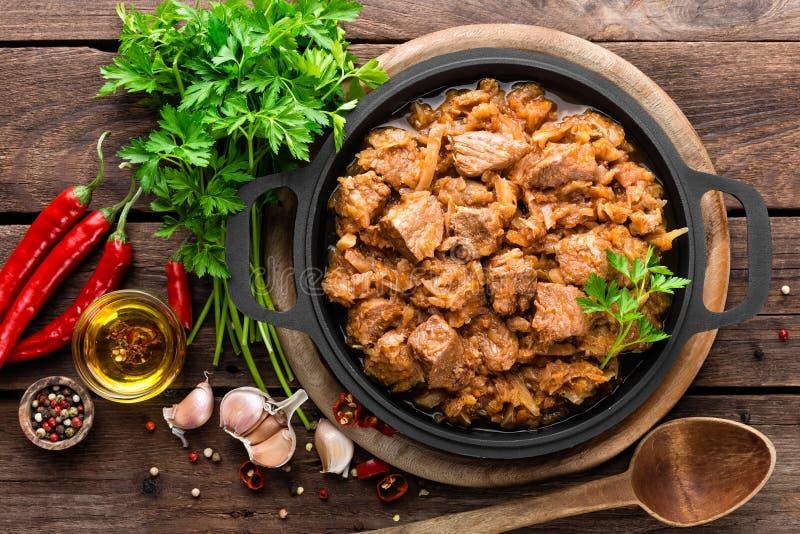 Ragoût de viande avec le chou image stock