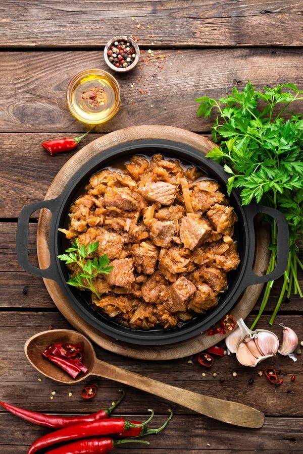Ragoût de viande avec le chou photographie stock libre de droits