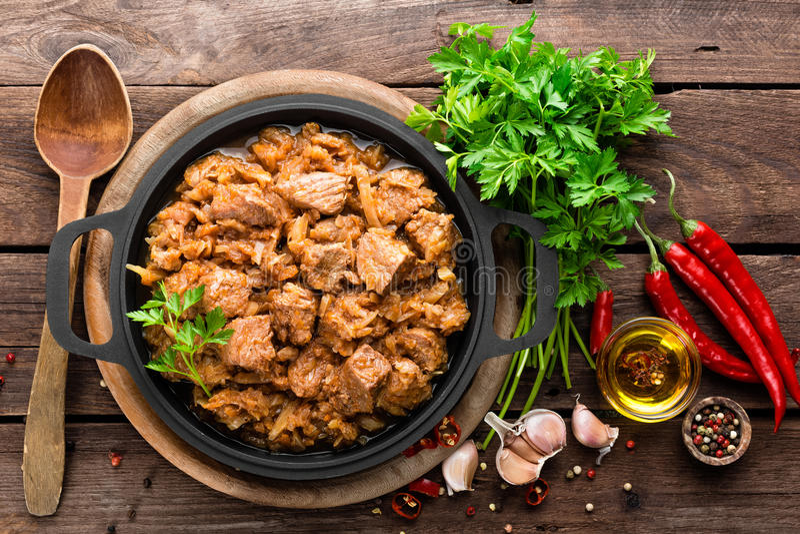 Ragoût de viande avec le chou photos stock