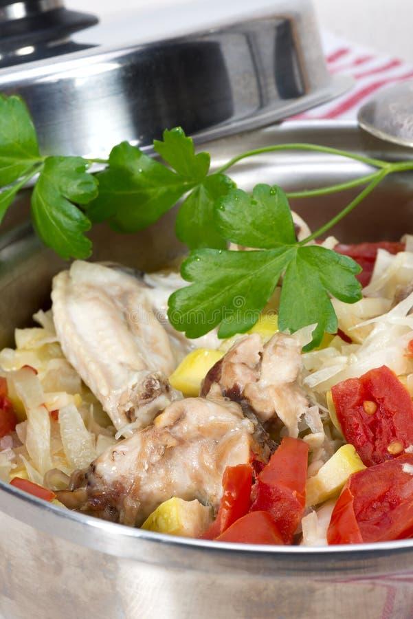 Ragout овощей с цыпленком сварил в своем собственном соке стоковые изображения