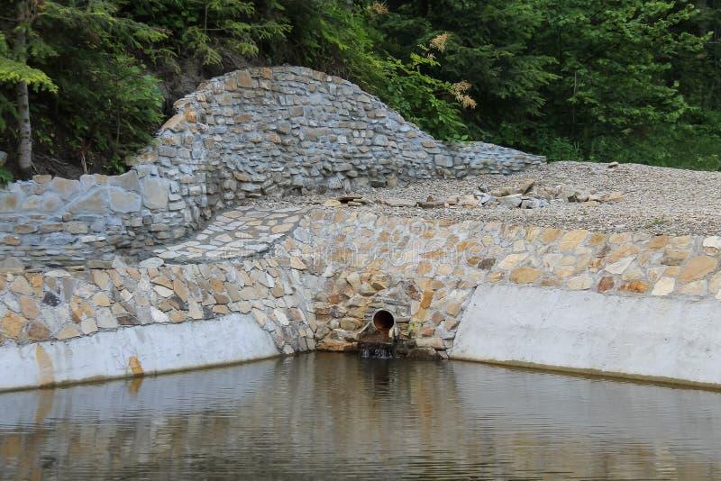 Rahmen des dekorativen Steins des Seeufers lizenzfreie stockfotografie