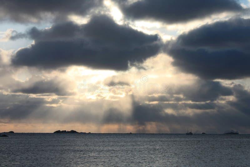 Raias árticas de Sun fotografia de stock