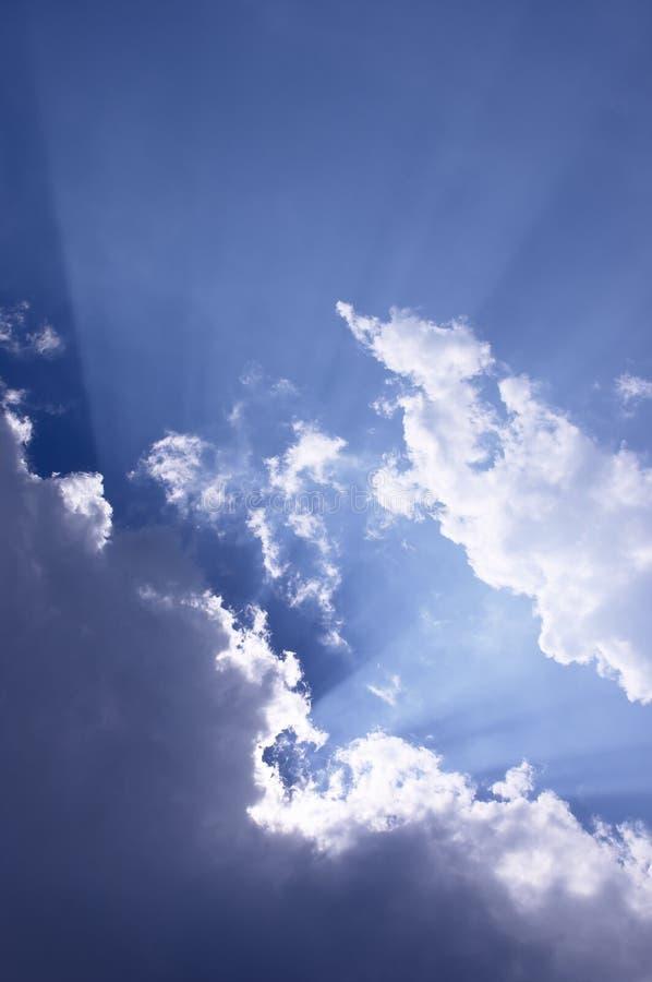 Raias de luz do sol