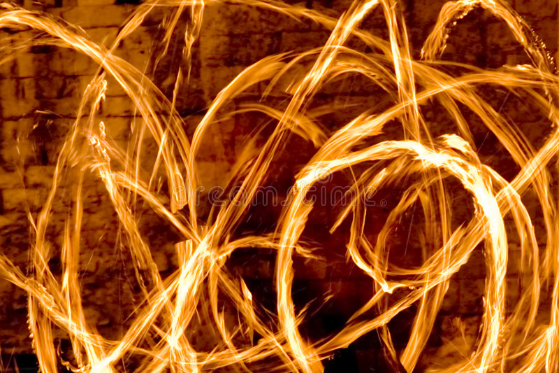 Raias do incêndio na noite fotos de stock royalty free
