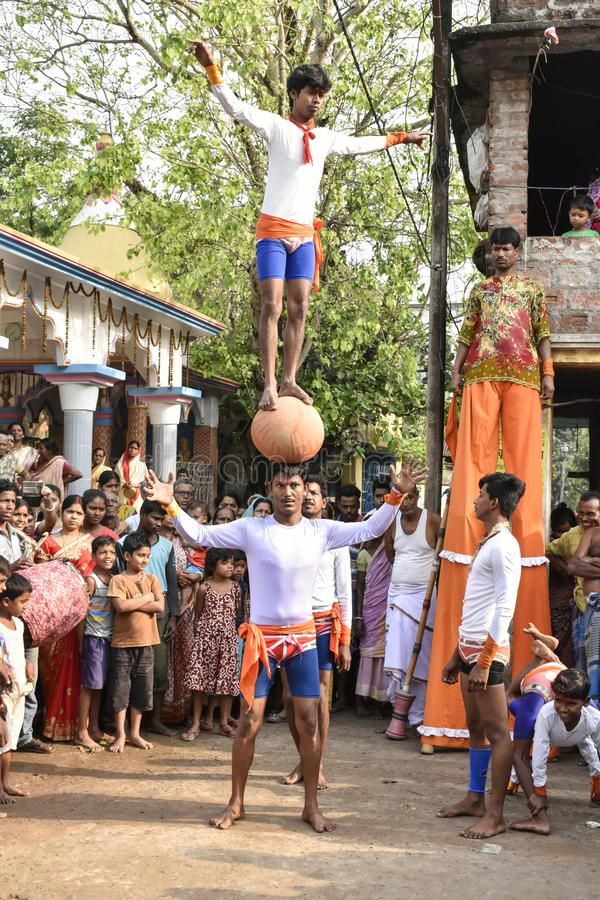 Raibenshe, alternativamente Raibeshe, es un género de la danza marcial popular india realizada por masculino solamente Este gén imagen de archivo