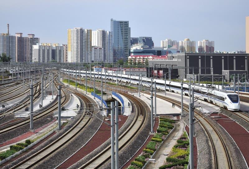 Rail à grande vitesse, gare ferroviaire images libres de droits