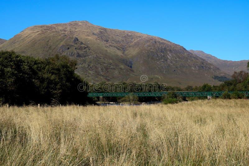 Rail Bridge in Loch Awe in Schotland stock afbeeldingen