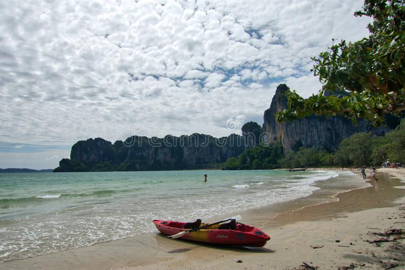 Railay, Krabi, Thailand; Am 5. Juli 2018: Landschaft in Railay-Halbinsel lizenzfreies stockfoto