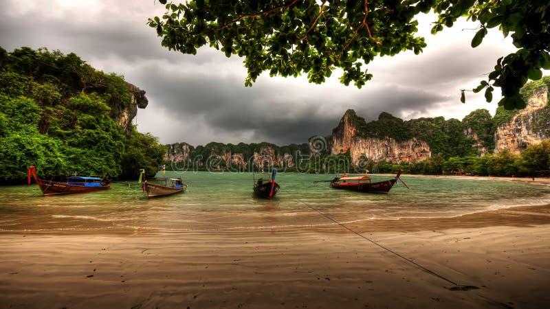 railay podpalani longboats zdjęcia royalty free