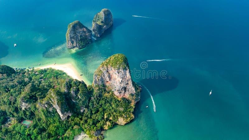 Railay strand i Thailand, Krabi landskap, flyg- sikt av tropiska Railay och Pranang str?nder och kustlinjen av det Andaman havet royaltyfria foton