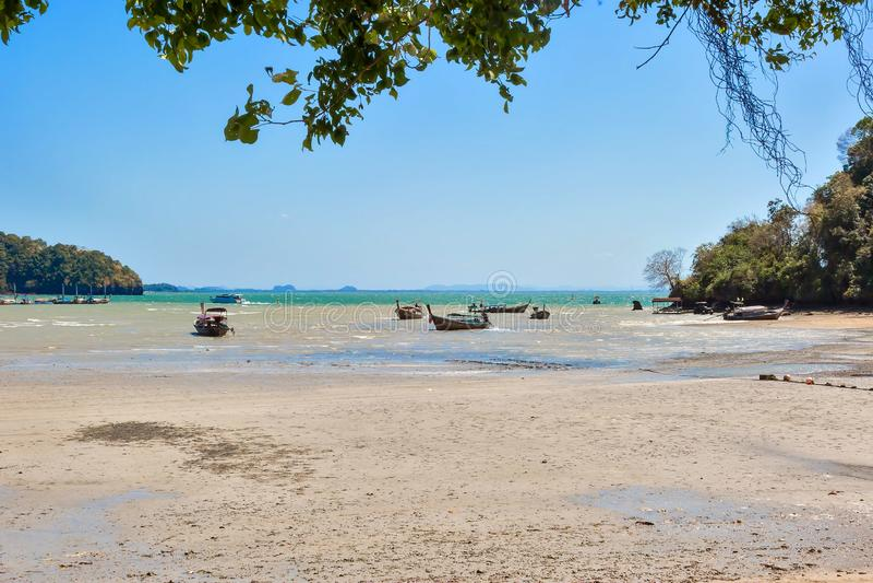 Railay, Thaïlande - 12 mai 2019 : Marée basse sur la zone orientale de la plage images libres de droits
