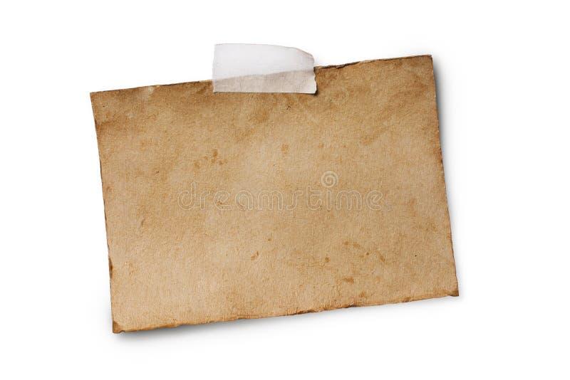 Raillez de la feuille de papier teintée de vieux cru vide sur le ruban adhésif photo stock