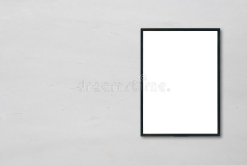 Raillez vers le haut du cadre de tableau vide d'affiche accrochant sur le fond de marbre blanc de mur dans la chambre photo stock