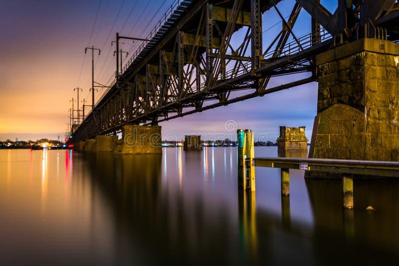 Railroad il ponte sopra il fiume Susquehanna alla notte, a Havre de fotografia stock libera da diritti