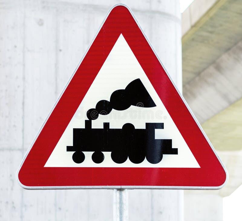 Railroad il segno del passaggio a livello senza barriera o portone avanti la barretta immagine stock