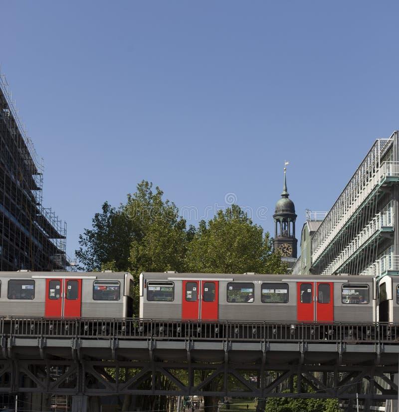 Download Railtracks i bussgarage fotografering för bildbyråer. Bild av green - 78732233