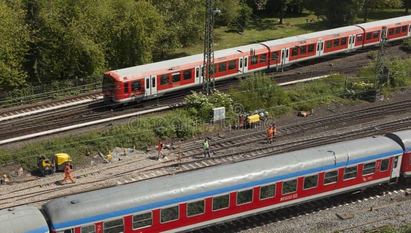 Download Railtracks i bussgarage redaktionell arkivbild. Bild av station - 78732307