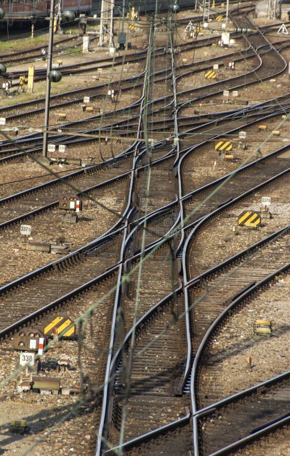 Railtracks och strömbrytare på Hackerbruecke i Munich, 2015 royaltyfria bilder