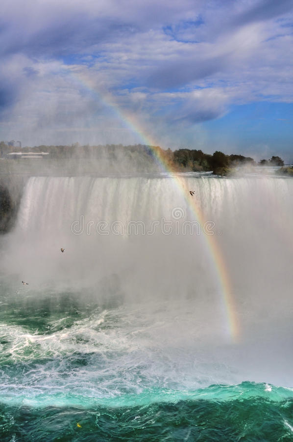 Rainbow al Niagara Falls immagine stock