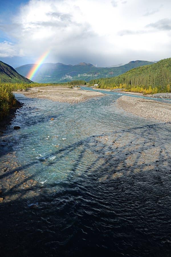 Rainbow da un ponticello fotografie stock libere da diritti