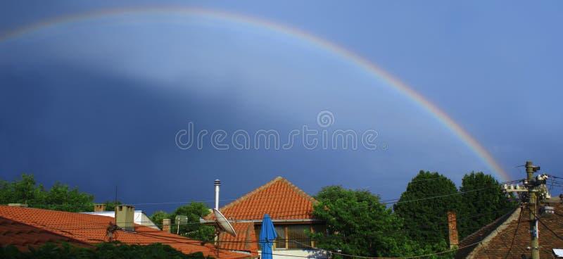 Rainbow dopo pioggia fotografie stock