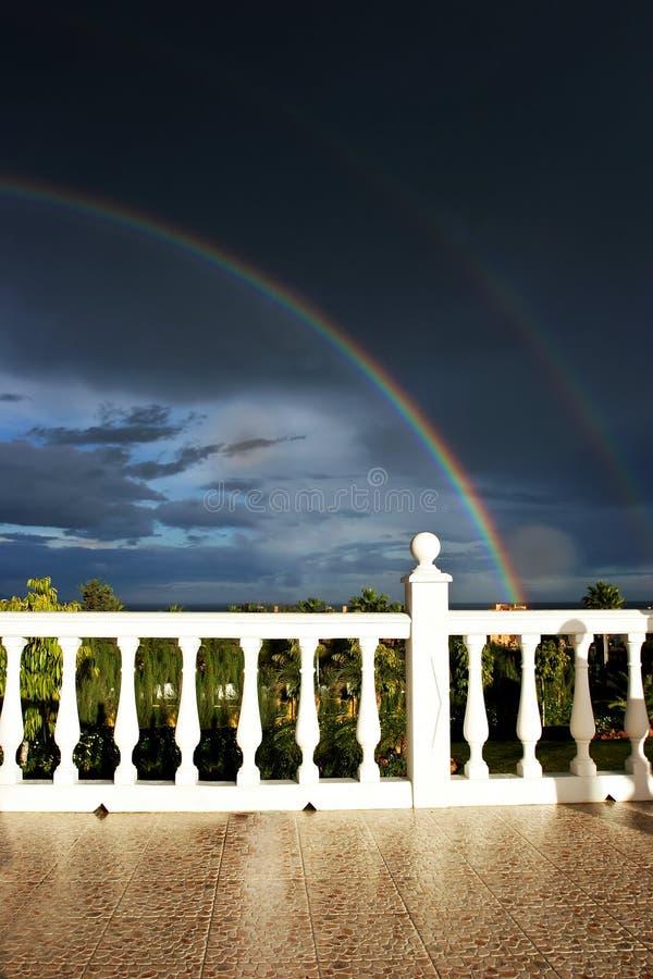 Rainbow e cielo scuro immagini stock libere da diritti