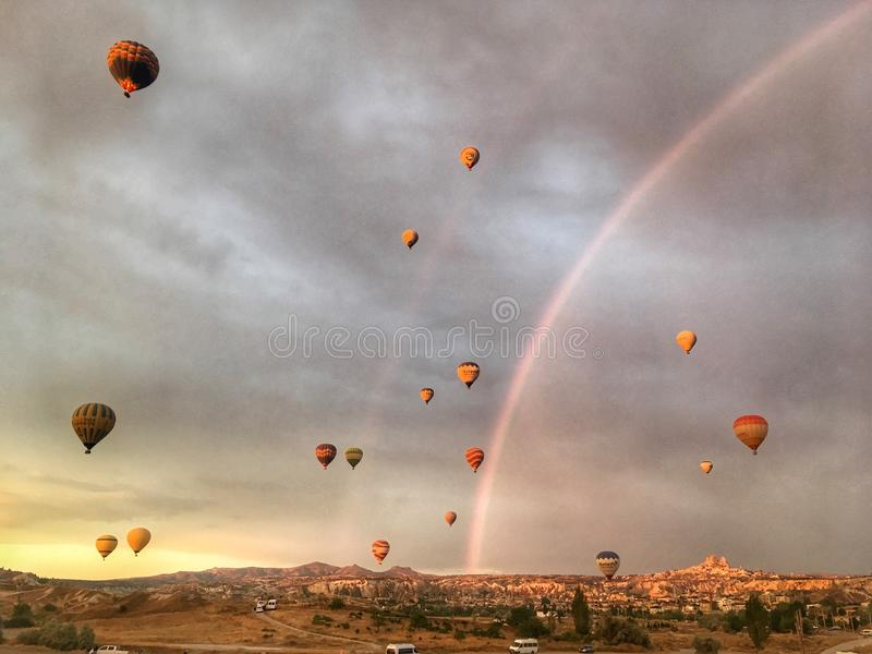 Rainbow ed aerostati fotografia stock libera da diritti