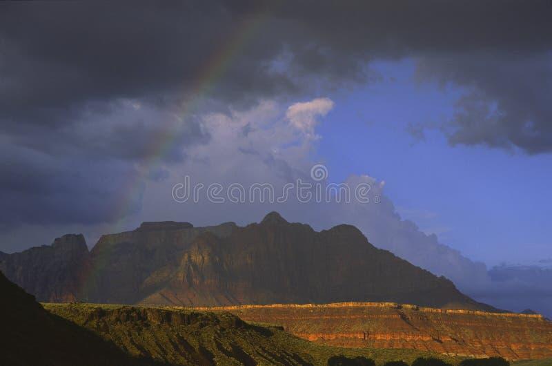 Rainbow sopra la sosta nazionale di Zion nell'Utah fotografia stock libera da diritti