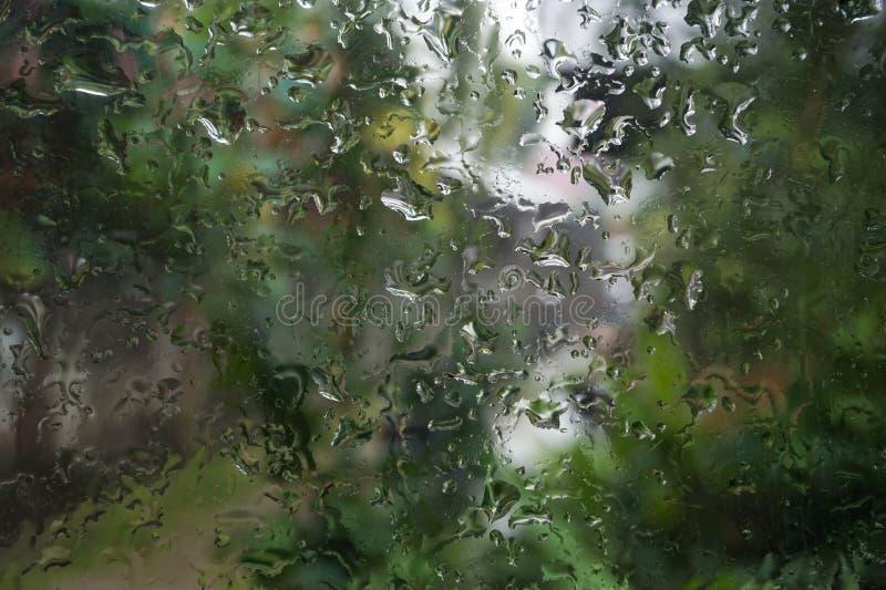 Raindrop nello stato attivo della finestra immagini stock