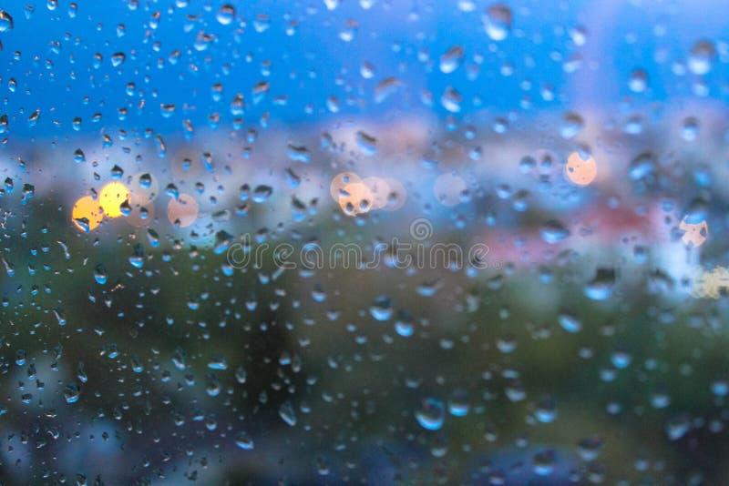 Raindrops na nadokiennych szkieł powierzchni zdjęcie stock