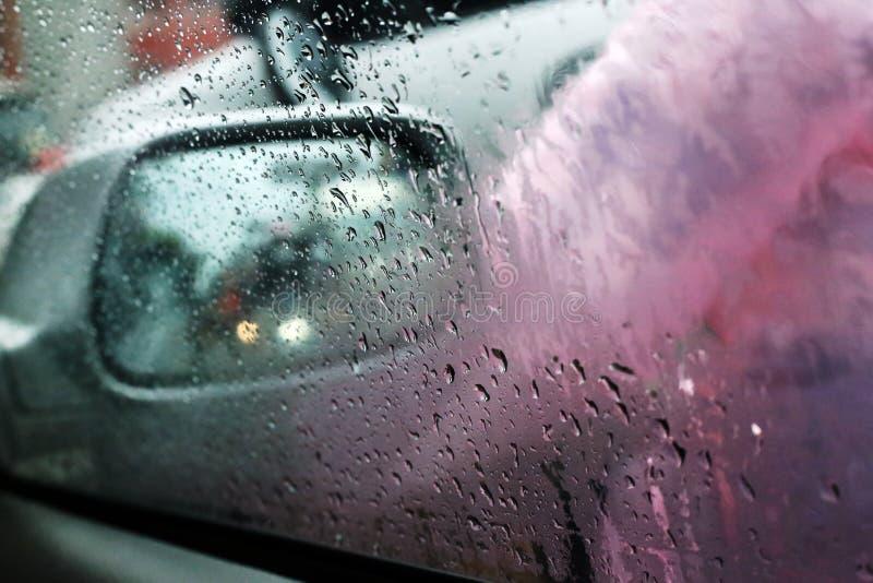 Raindrops przy samochodowym okno fotografia royalty free