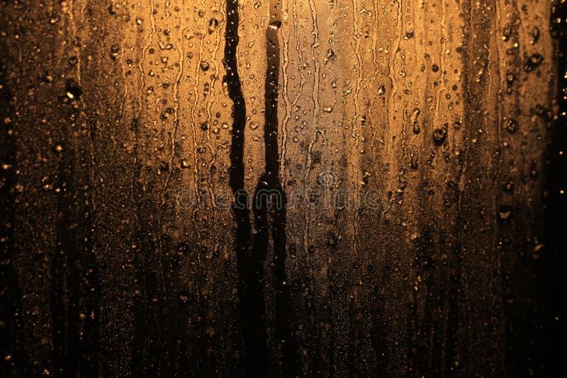 Raindrops w nadokiennym szkle obraz stock