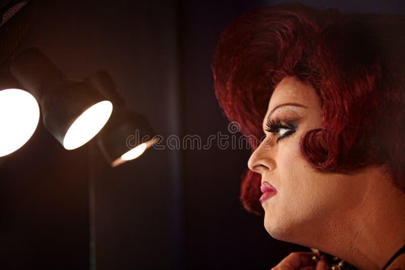 Rainha de arrasto nas luzes foto de stock royalty free