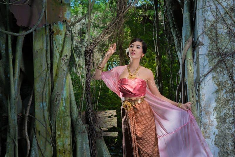 Download Rainha do Naga imagem de stock. Imagem de história, ouro - 80101911