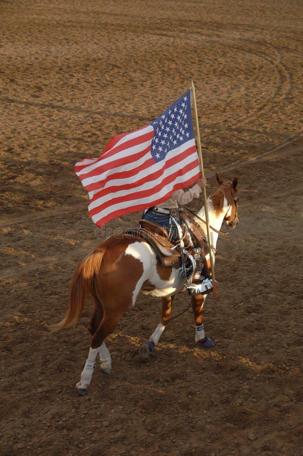 Rainha do rodeio com bandeira fotografia de stock