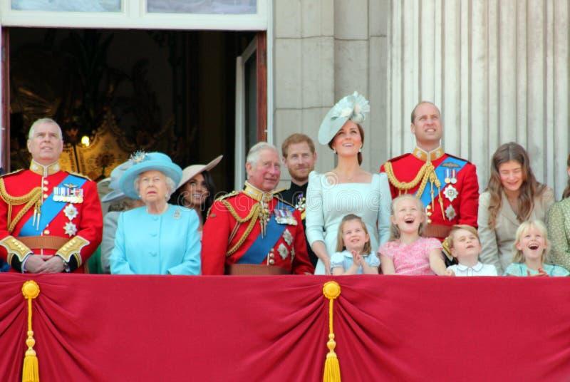 Rainha Elizabeth, Londres, Reino Unido, o 9 de junho de 2018 - Meghan Markle, príncipe Harry, príncipe George William, Charles, K imagens de stock