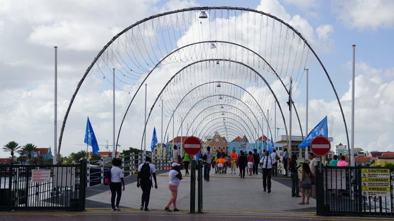 Rainha Emma Pontoon Bridge em Willemstad, Curaçau imagem de stock royalty free