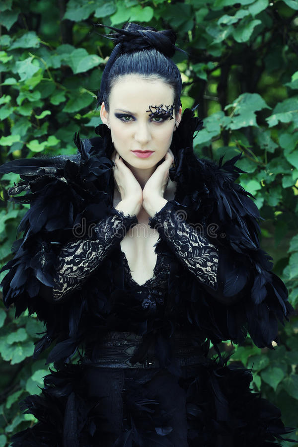 Rainha escura no parque fotos de stock