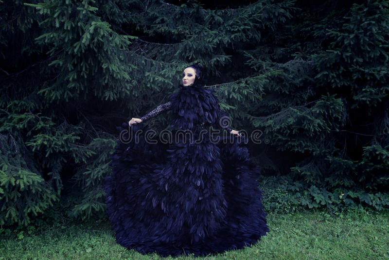 Rainha escura no parque fotos de stock royalty free