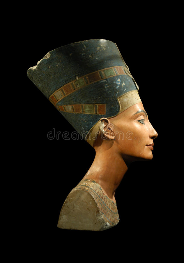 Rainha Nefertiti isolado no preto fotografia de stock