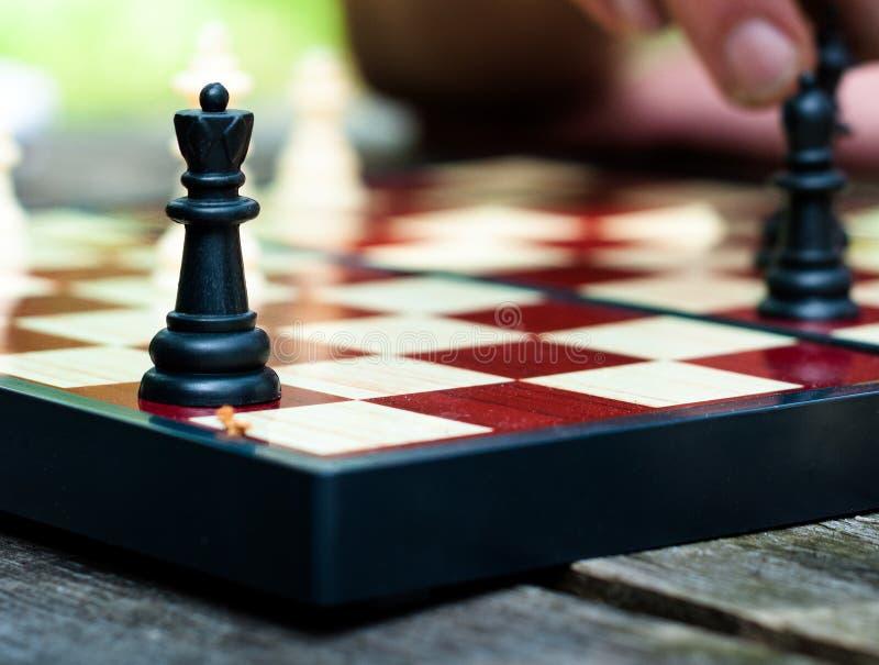 Rainha no tabuleiro de xadrez foto de stock