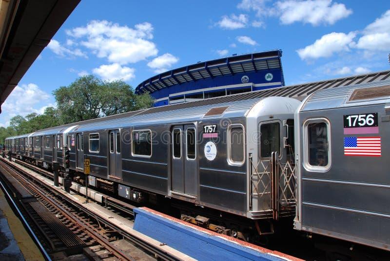 Rainhas, NY: #7 linha de nivelamento metro fotos de stock royalty free